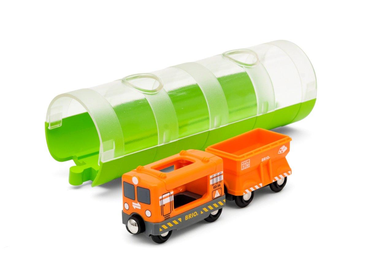 Tunel a nákladní vlak